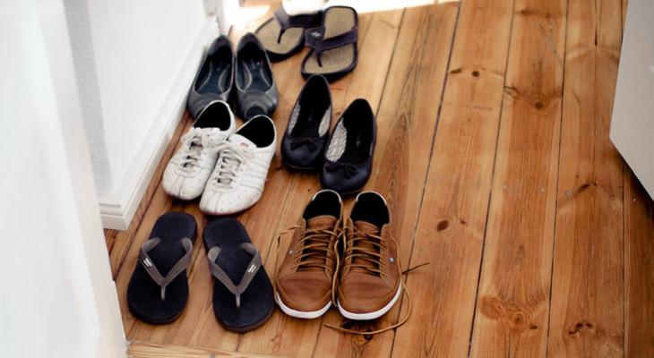 Чи можна зберігати взуття на балконі взимку