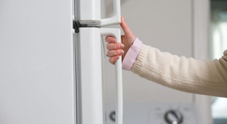 Заміна ущільнювальної гумки для дверей холодильника