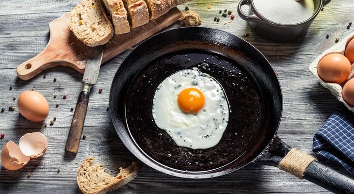Що зробити щоб під час готування продуктів сковорода не пригорала