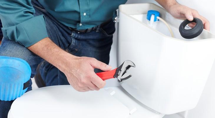 Як почистити бачок унітазу всередині в домашніх умовах