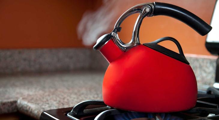 Як відмити чайник від жиру зовні: способи чистки