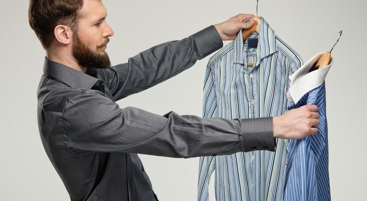 Як погладити сорочку без праски підручними засобами