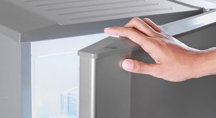 Двері холодильника не закривається щільно: чому і як це виправити