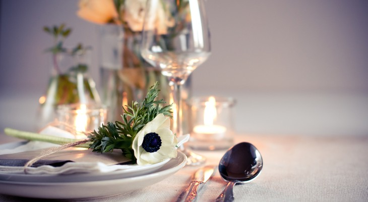 Сервіровка святкового столу в домашніх умовах