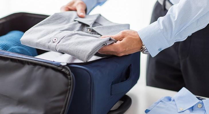 Як компактно скласти речі до валізи: від піджака до паспорта