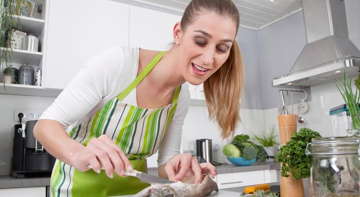 Як позбутися від запаху риби в квартирі народними засобами