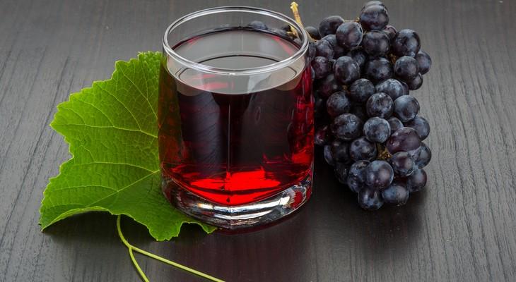 Чим відіпрати виноградний сік з одягу з різних типів тканини
