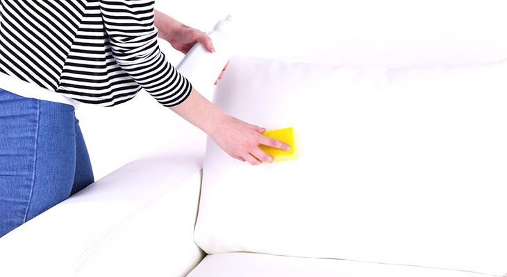 Як відтерти ручку з шкіряного дивана різними способами