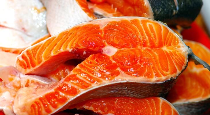 Як зберігати червону рибу в холодильнику