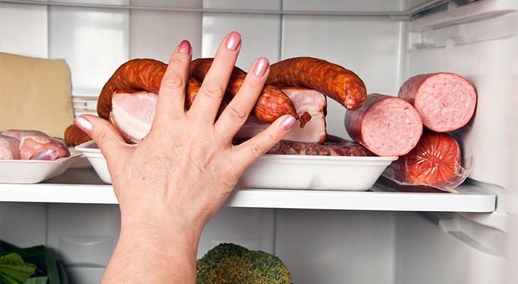 Як зберігати ковбасу в холодильнику, щоб вона залишалася свіжою
