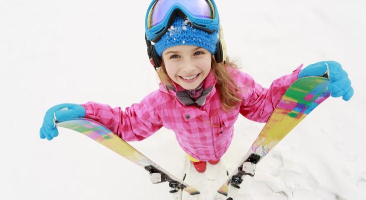 Як зберігати лижі з палицями в будинку