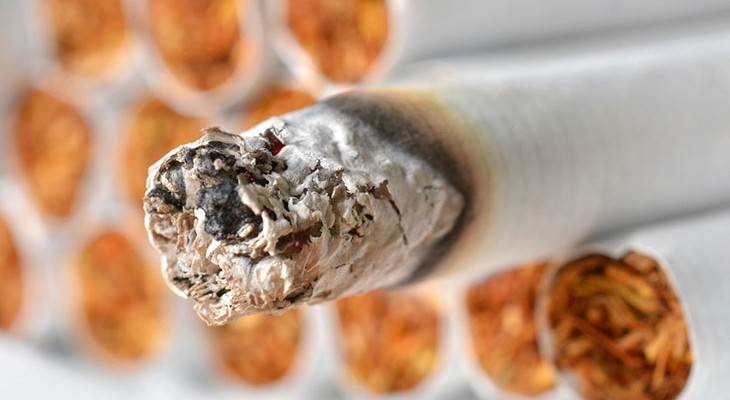 Як позбутися від запаху сигарет на одязі