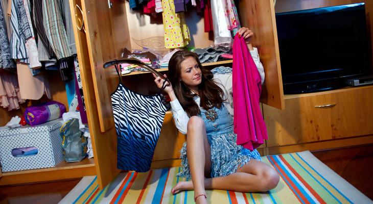 Як позбутися від запаху в шафі