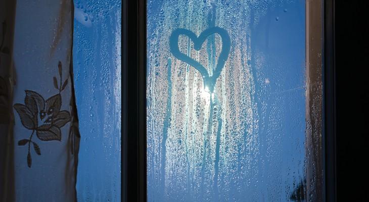 Чому потіють пластикові вікна зсередини