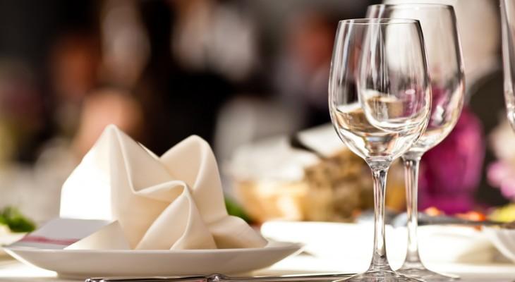 Як правильно сервірувати стіл в домашніх умовах