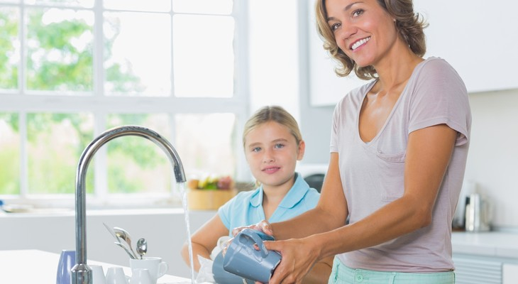 Як приготувати засіб для миття посуду своїми руками