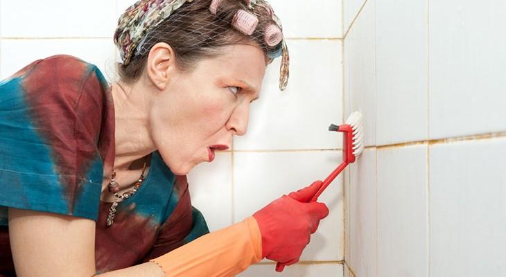 Як очистити цвіль у ванній на швах плитки