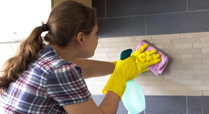Як почистити кахель на кухні від жиру