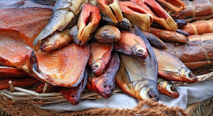 Як зберігати копчену рибу в холодильнику в домашніх умовах
