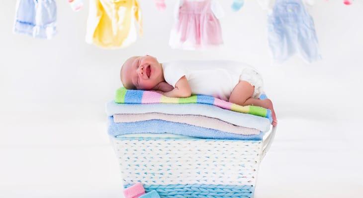 Як і чим прати речі для новонародженого
