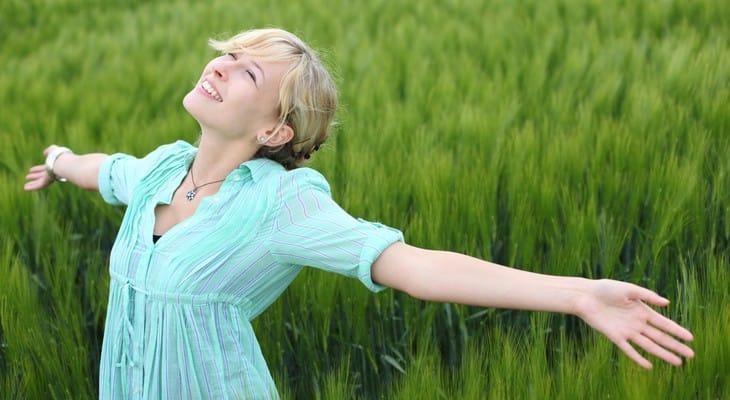 Як відіпрати дезодорант з одягу без сліду