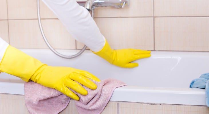 Чим відчистити ванну до білого кольору домашніми засобами