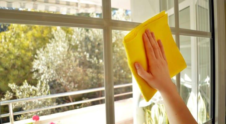 Чим відмити вікна після ремонту: найефективніші способи