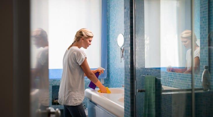 Цвіль у ванній: як прибрати і чим боротися