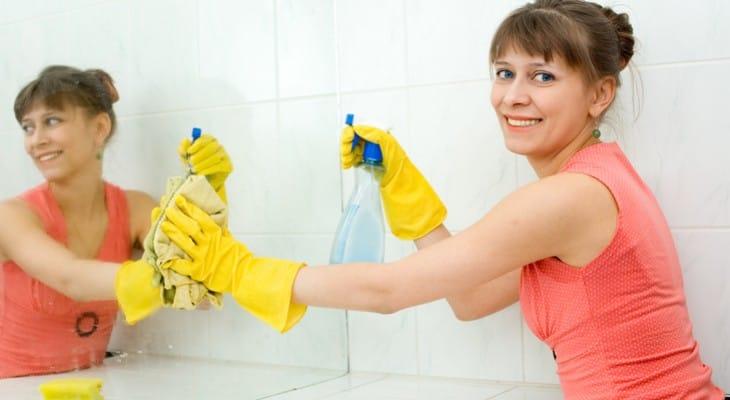 Як почистити дзеркало без розводів