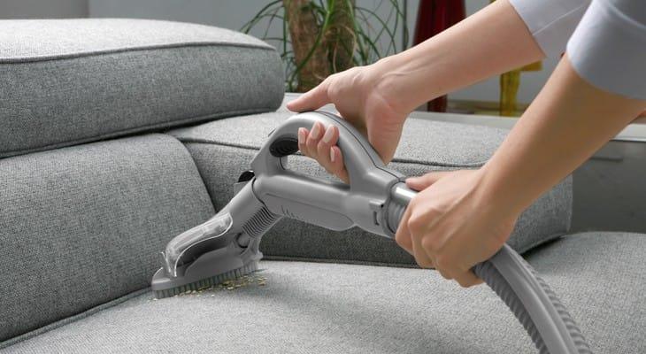 Як почистити м'які меблі в домашніх умовах від бруду і пилу
