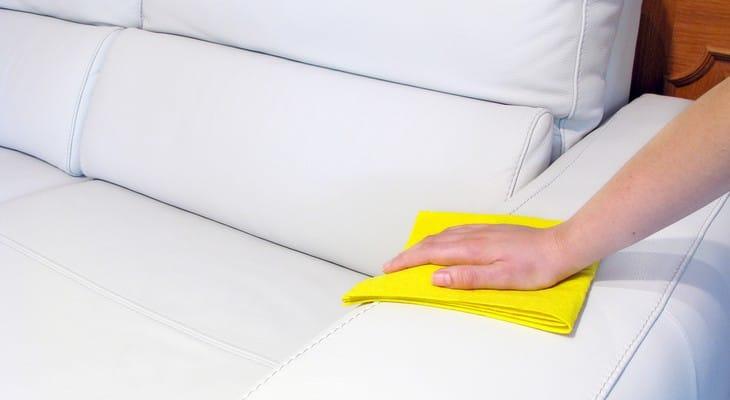 Як почистити шкіряний диван в домашніх умовах