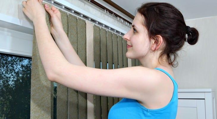 Як почистити вертикальні жалюзі в домашніх умовах
