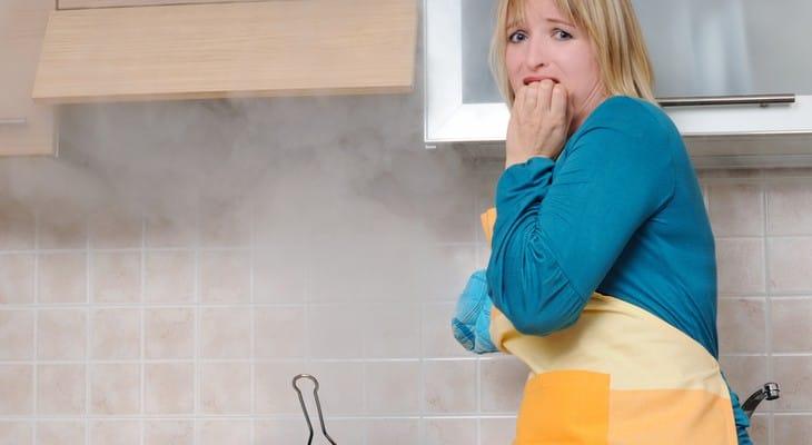 Як позбутися від запаху гару в квартирі