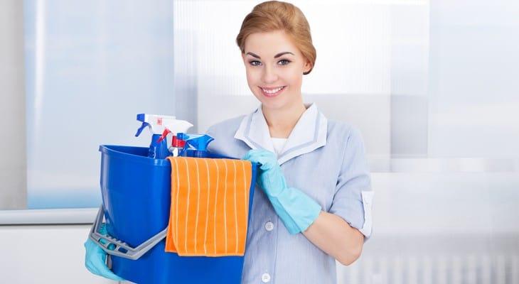 Як видалити сліди від скотчу з меблів, скла, пластику