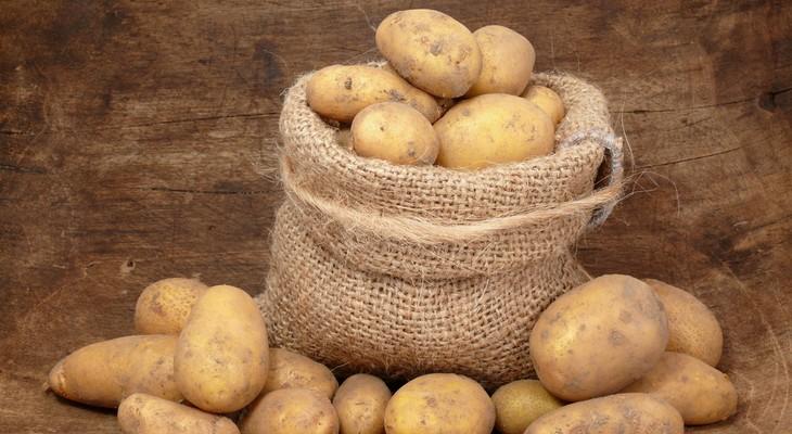 Чи можна зберігати картоплю в холодильнику у себе вдома
