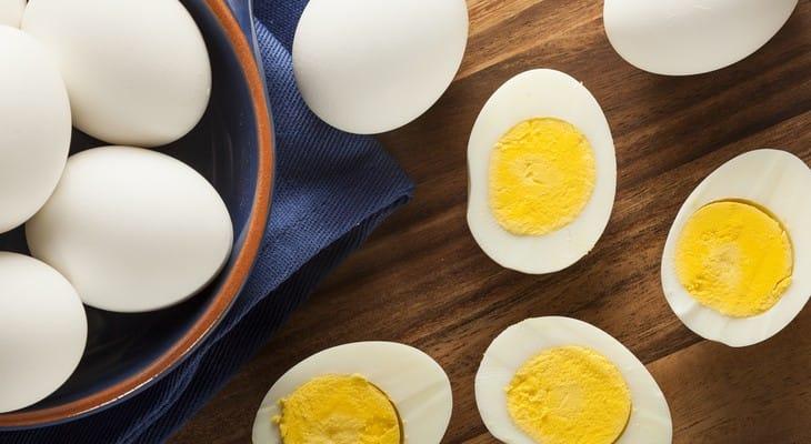 Скільки можна зберігати варені яйця в холодильнику і без нього