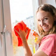 Як мити пластикові вікна, щоб не було розводів і подряпин