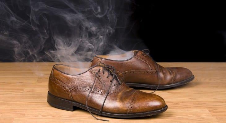Чим і як прибрати запах з взуття