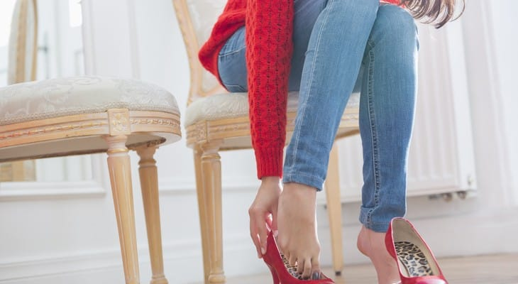Що робити, якщо взуття фарбує ноги