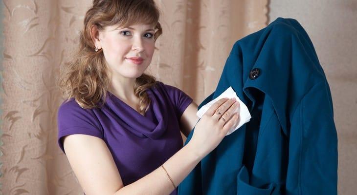 Як почистити пальто в домашніх умовах без прання
