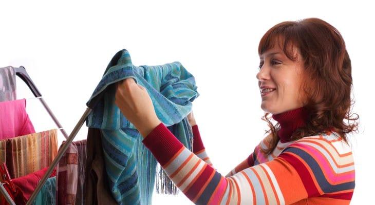 Як швидко висушити одяг після прання або дощу