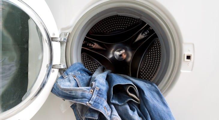 Як прати джинси в пральній машині-автомат
