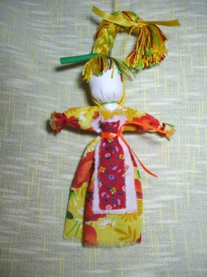 Як зробити ляльку мотанку веснянку