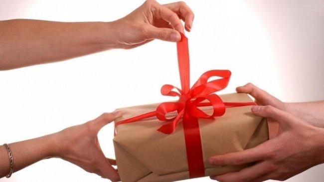 Що подарувати дівчині на 8 березня