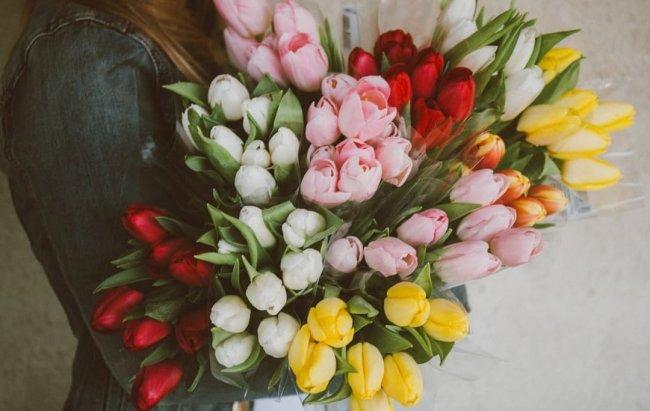 Корисні поради чоловікам: що подарувати дружині, мамі, колезі на 8 березня
