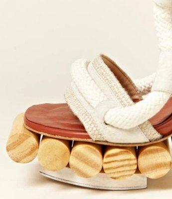 Оригінальні жіночі дерев'яні босоніжки від Pedro Lourenco
