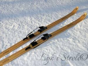 Старі лижі - відмінна основа для лука в домашніх умовах