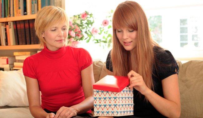 Що подарувати доньці на 8 березня