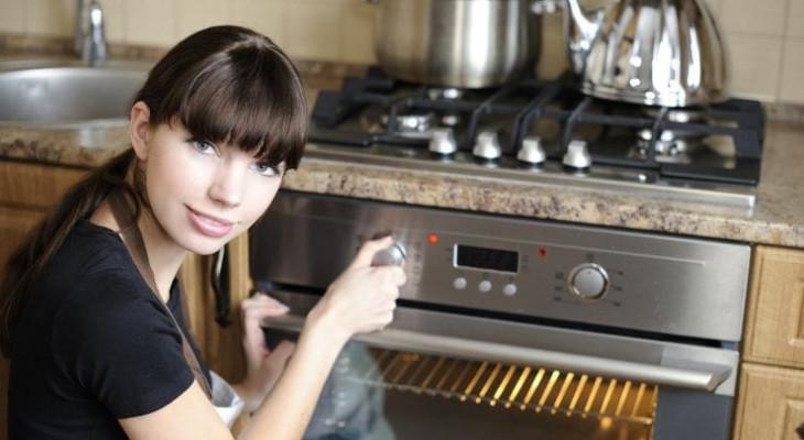 Чи можна використовувати скляний посуд для мікрохвильовки в духовці?